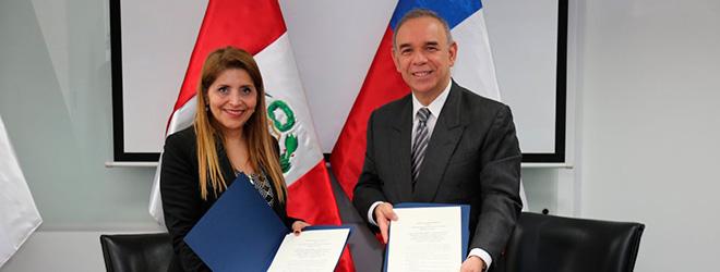 La Subsecretaria de Telecomunicaciones de Chile, Pamela Gidi y el presidente del consejo directivo del Organismo Supervisor de Inversión Privada en Telecomunicaciones (Osiptel) Rafael Eduardo Muente