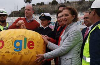 Ministra de Transportes y Telecomunicaciones recibe cable submarino de Google que une a Latinoamérica con California por Valparaíso