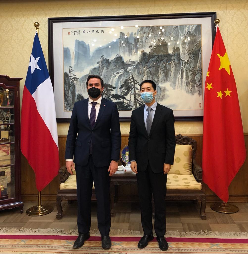 Subsecretario Moreno se reúne con embajador chino para abordar desafíos de conectividad digital